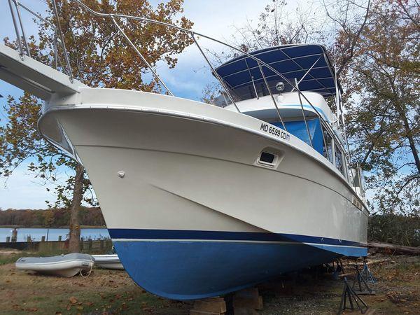 Used Uniflite Aft Cabin Boat For Sale