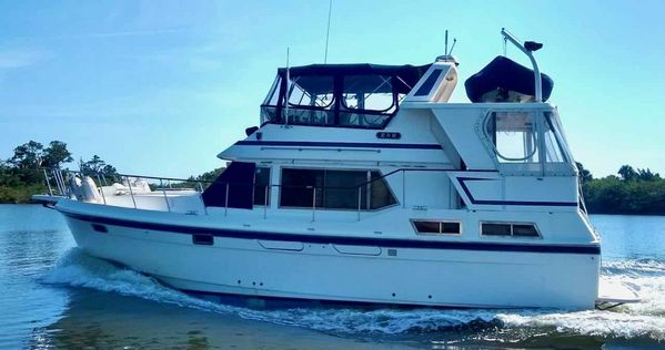 Used Oceania 40 Sundeck Trawler Boat For Sale