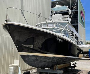 Used Black Watch 30 Express Cruiser Boat For Sale