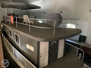 Used Custom Refurbished in 2000 House Boat For Sale