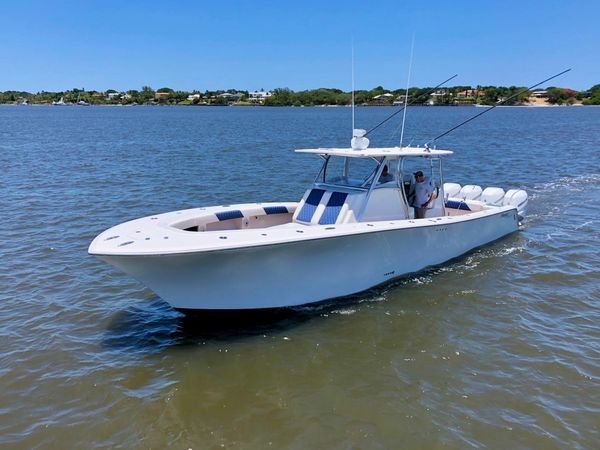 Used Front Runner 39CC Center Console Fishing Boat For Sale