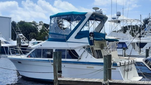 Used Tollycraft SPORT CRUISER Motor Yacht For Sale