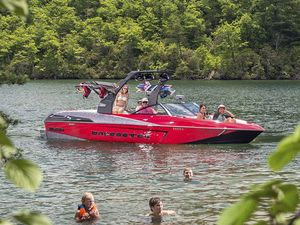 Used Malibu Wakesetter Lsv 23 Power Cruiser Boat For Sale