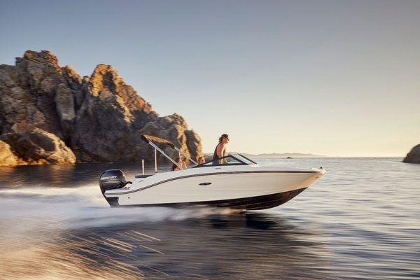 New Sea Ray 190SPXO Express Cruiser Boat For Sale