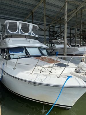 Used Carver Cockpit Motor Yacht For Sale
