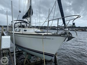 Used Tartan Yachts 31 Piper Racer and Cruiser Sailboat For Sale
