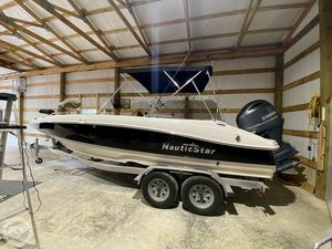 Used Nauticstar SC203 Deck Boat For Sale