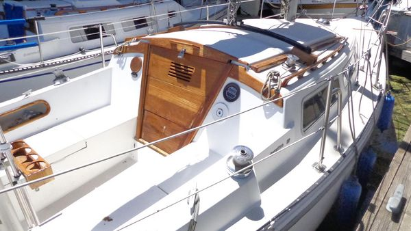 Used Catalina Traditional Sloop Racer and Cruiser Sailboat For Sale