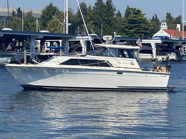 Used Trojan 30 Express Cruiser Boat For Sale