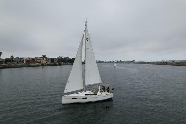 Used Beneteau Oceanis 35 Cruiser Sailboat For Sale