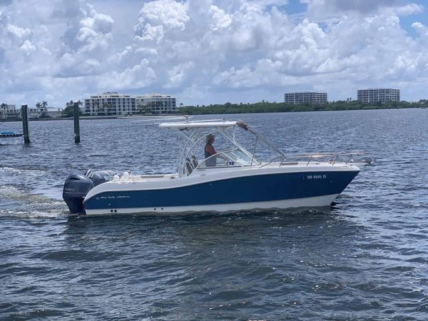 Used World Cat 255 DC Center Console Fishing Boat For Sale