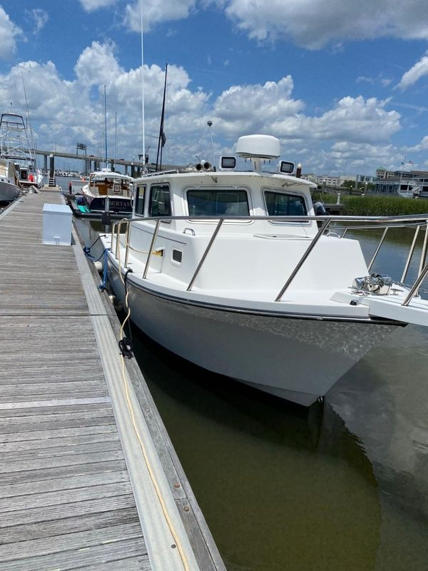 Used Parker 2530 Extended Cabin Saltwater Fishing Boat For Sale