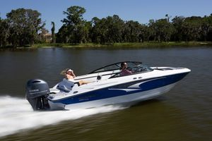 New Monterey M-225 Express Cruiser Boat For Sale