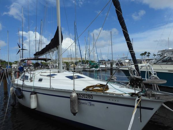 Used Hunter Legend 37.5 Racer and Cruiser Sailboat For Sale