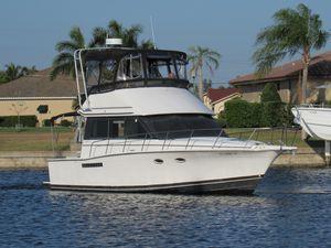 Used Catalina Islander Twin Diesel Flybridge Convertible Fishing Boat For Sale