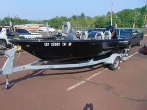 Used Crestliner 1750 Fish Hawk Side Console Sports Fishing Boat For Sale