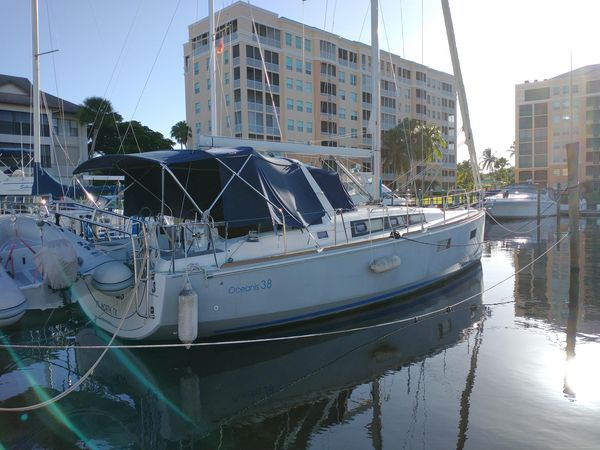 Used Beneteau Oceanis 38 Racer and Cruiser Sailboat For Sale