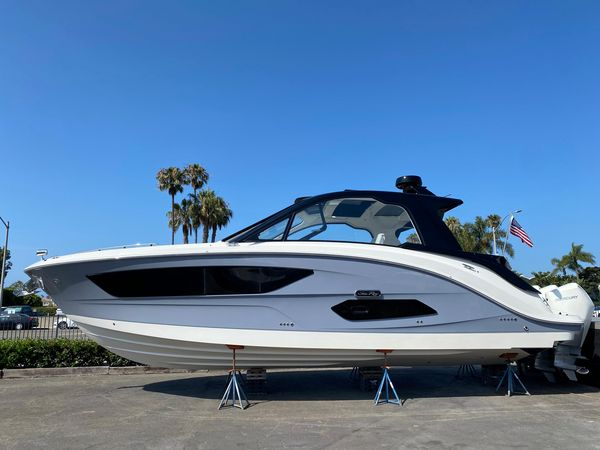 New Sea Ray 370 Sundancer Outboard Power Cruiser Boat For Sale
