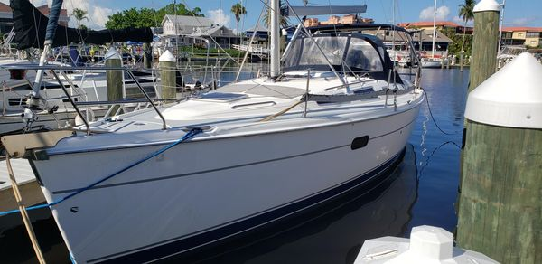 Used Hunter 356 Racer and Cruiser Sailboat For Sale