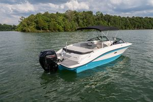 New Sea Ray 210SPXO Express Cruiser Boat For Sale