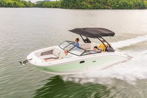 New Sea Ray 270SDX Express Cruiser Boat For Sale