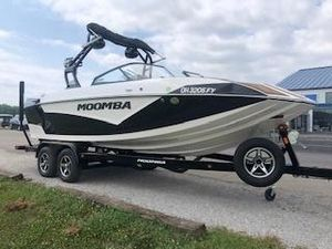 Used Moomba Kaiyen Ski and Wakeboard Boat For Sale