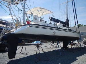 Used Macgregor Pilot House Racer and Cruiser Sailboat For Sale