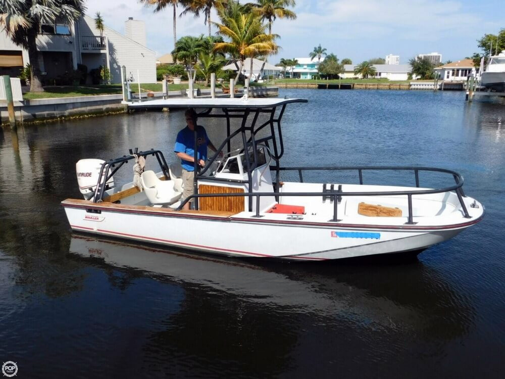 1984 used boston whaler 20 outrage center console fishing for Best center console fishing boats