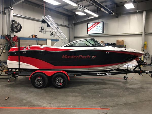 Used Mastercraft XT21 Ski and Wakeboard Boat For Sale