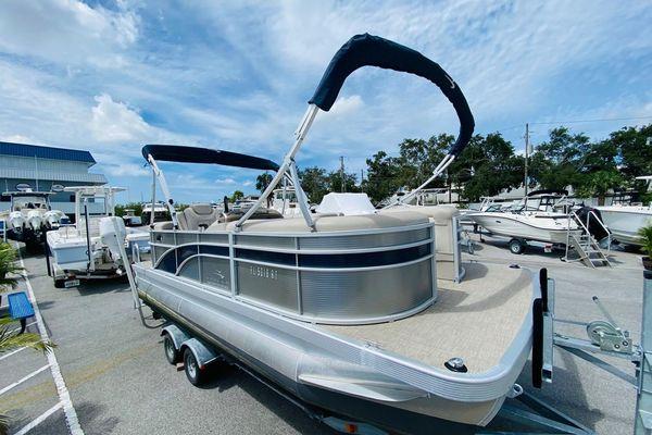 Used Bennington SX20 Pontoon Boat For Sale