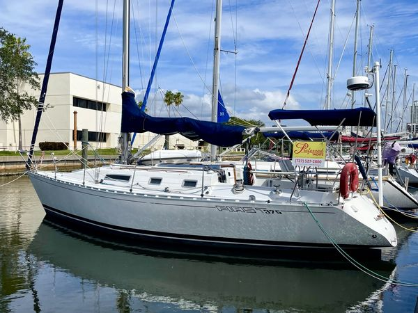 Used Beneteau First 375 Shoal Draft Racer and Cruiser Sailboat For Sale