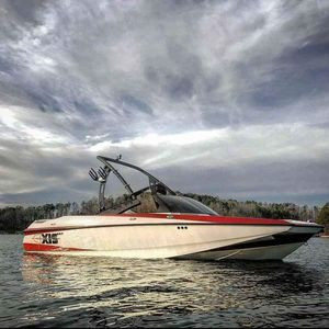 Used Axis Wake Research A20 High Performance Boat For Sale