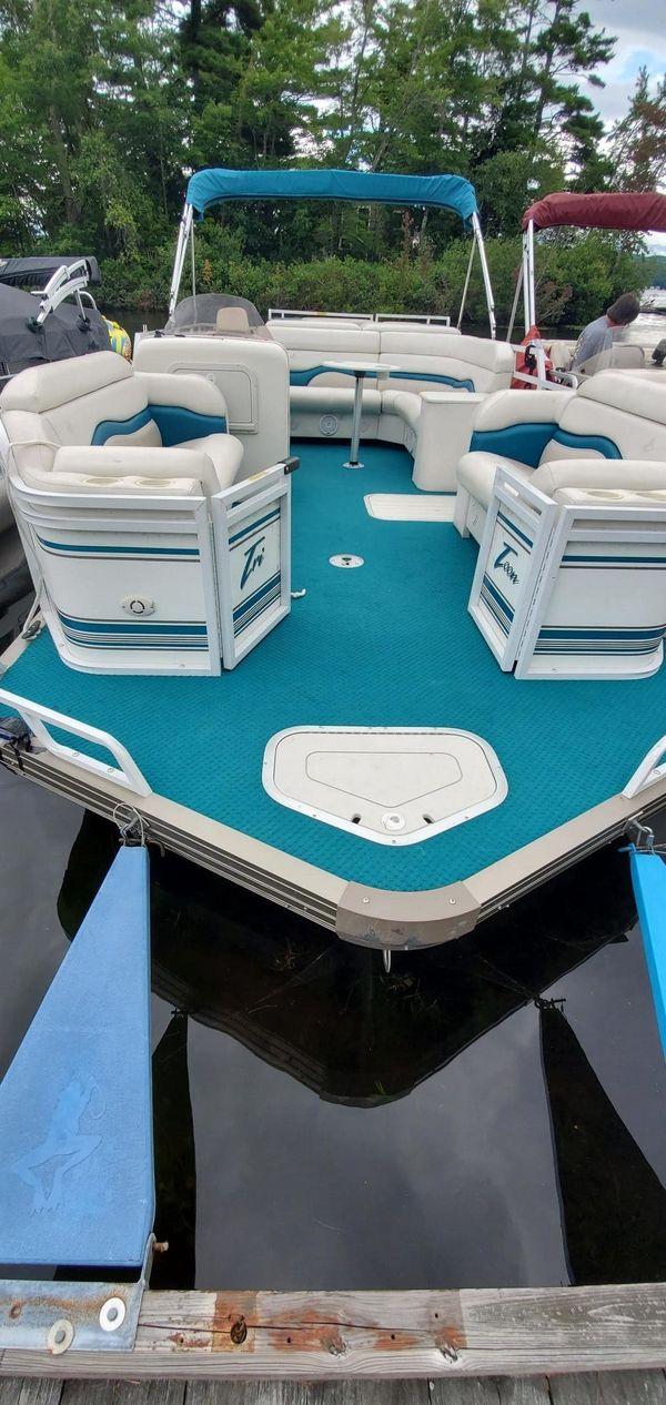 Used Jc Pontoon 226 TRI TOON Pontoon Boat For Sale