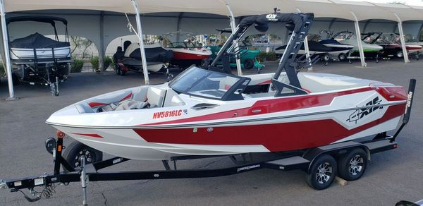 Used Axis Wake Research T23 Bowrider Boat For Sale