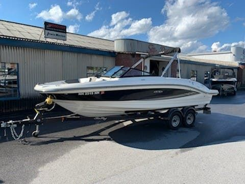 Used Sea Ray 210SPX Express Cruiser Boat For Sale