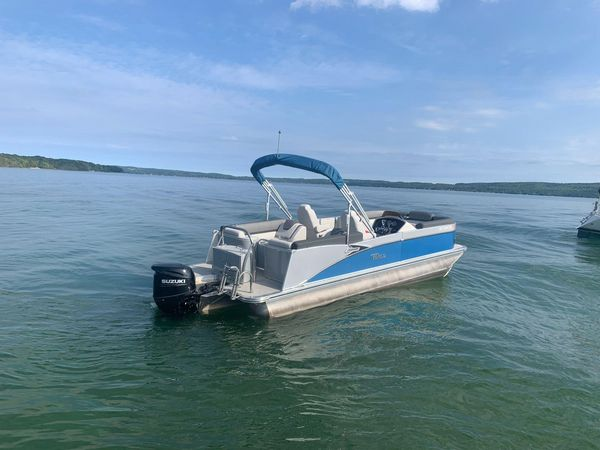 Used Tahoe 2385 Cascade Quad Lounger Pontoon Boat For Sale