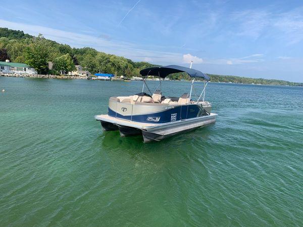 Used Tahoe 2485 LTZ Quad Lounger Pontoon Boat For Sale