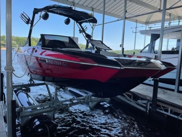 Used Axis Wake Research A20 Cuddy Cabin Boat For Sale