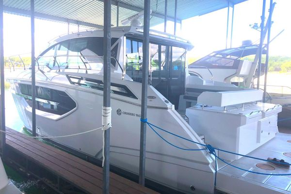 New Cruisers Yachts 46 Cantius Power Cruiser Boat For Sale