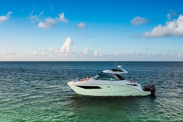 New Sea Ray 370DAO Express Cruiser Boat For Sale