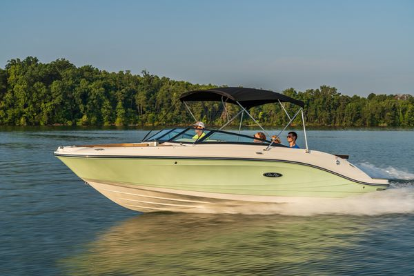 New Sea Ray 230SPX Express Cruiser Boat For Sale