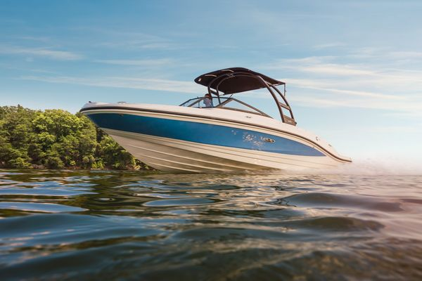 New Sea Ray 210SPX Express Cruiser Boat For Sale