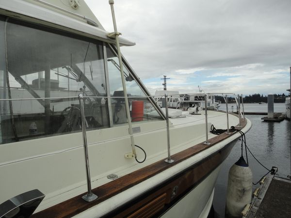 Used Chris Craft Sportfisher Sports Fishing Boat For Sale