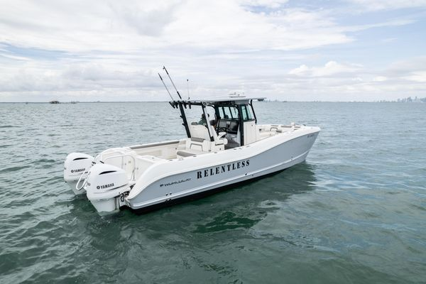 Used World Cat 325 CC Center Console Fishing Boat For Sale