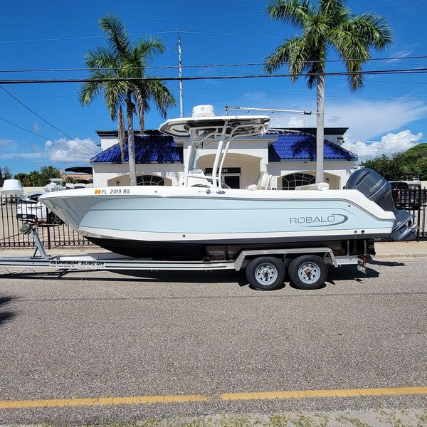 Used Robalo 242 CC Center Console Fishing Boat For Sale