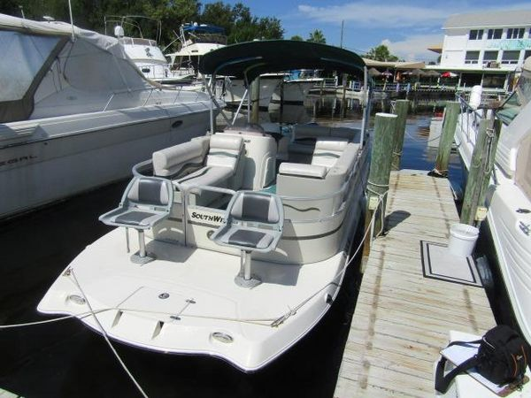 Used Southwind 229 FS Deck Boat For Sale