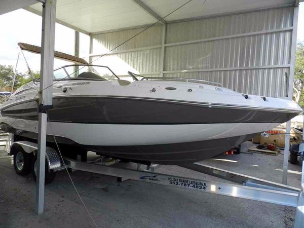 New Hurricane SunDeck 2200 DC OB Deck Boat For Sale