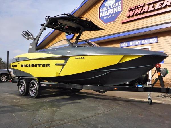 Used Malibu Boats 22 VLX Ski and Wakeboard Boat For Sale
