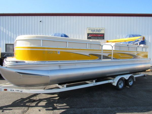 Used Bennington 2575 RLI Bowrider Boat For Sale