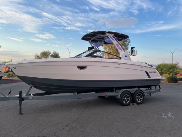 New Cobalt R8 Surf Sports Fishing Boat For Sale